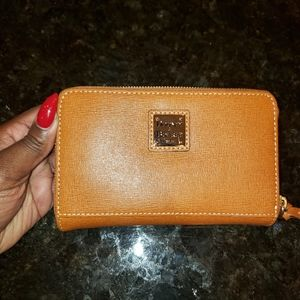 *CLOSET CLEANOUT* Dooney & Bourke Wallet